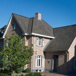 Hellend dak van Monier